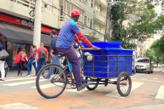 Triciclo de entregas no Bom Retiro, em S. Paulo