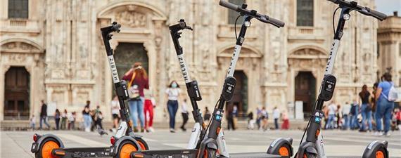 Que tal percorrer Roma em um tour de patinete ou bike elétrica?