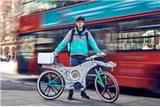 Uma bicicleta feita com utensílios de cozinha