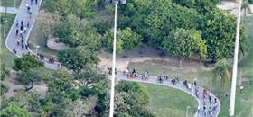 Centenas de ciclistas tomaram as ruas do centro do Rio nesta quarta (13)