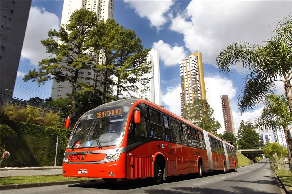 a8ad95bf802 Projeto que permite levar bicicleta em ônibus é testado em Curitiba
