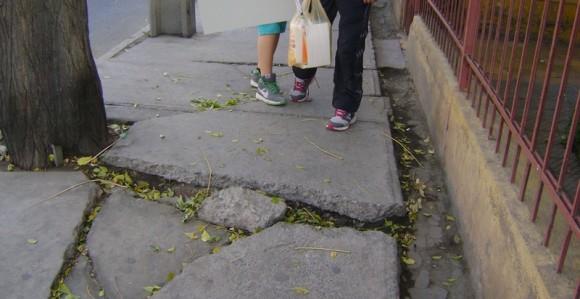 Resultado de imagem para calçadas perigosas