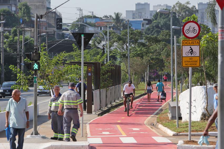 30856c53326 Bike em ônibus é liberada em SP fora do horário de pico