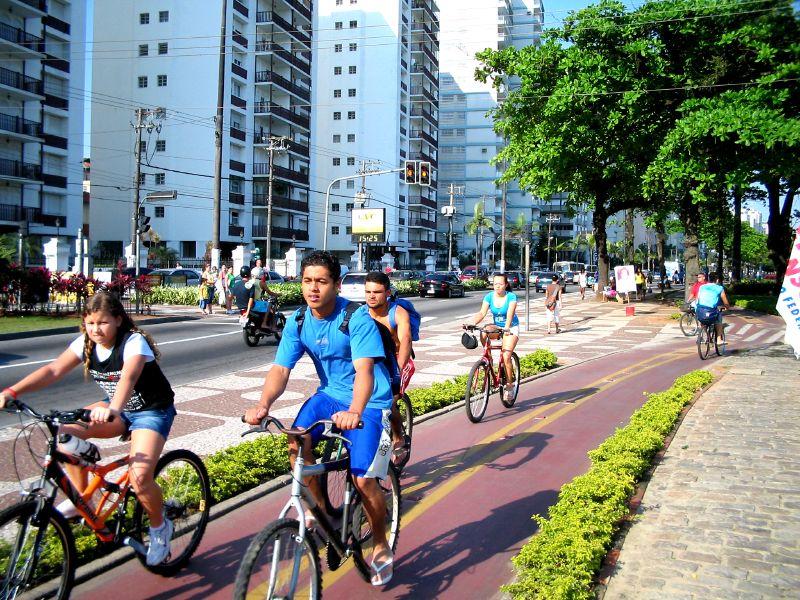 Obra de R$ 350 milhões, demora três anos e é  inaugurada sem ciclovia nem passagens para pedestres