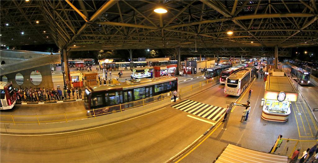 c283f993f1b Prefeitura de SP quer que cobrador de ônibus vire motorista
