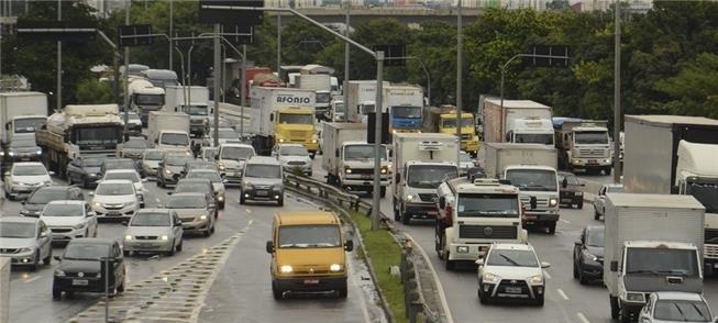 8 em cada 10 brasileiros dizem sofrer com congesti
