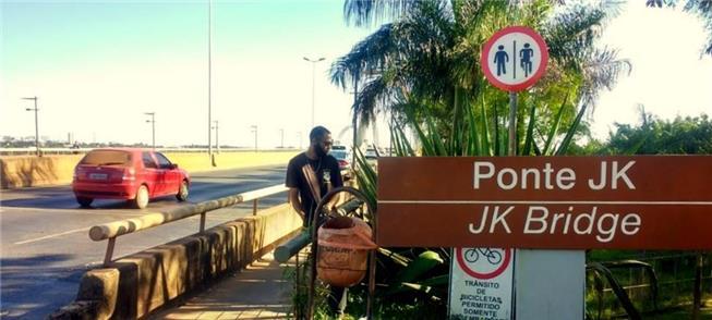 A nova sinalização na ponte: ciclistas e pedestres