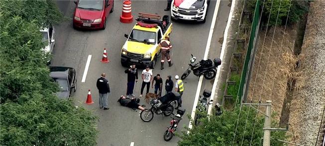 Acidente com moto bloqueia duas faixas da Marginal