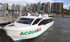 Acquabus tem capacidade para 40 passageiros sentad