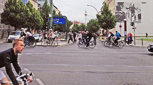 Alemães pedalam