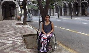 Aline sofreu um acidente aos 15 anos e ficou parap