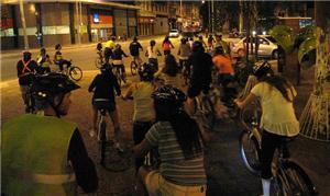 Alunos da Escola Viva pedalaram no centro de SP