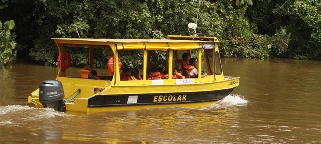 Alunos de áreas ribeirinhas de Porto Velho: sem tr