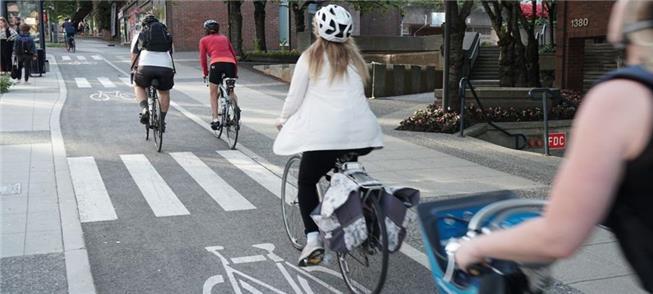 Andar de bicicleta requer distância de 20 metros