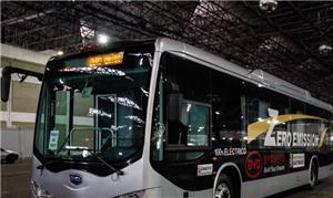 Apresentação do ônibus movido à bateria na zona no