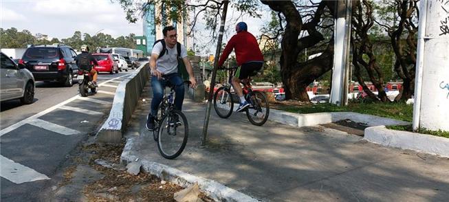 Área para pedalar é precária sobre a ponte Eusébio