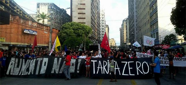Ato contra aumento da passagem, no Recife