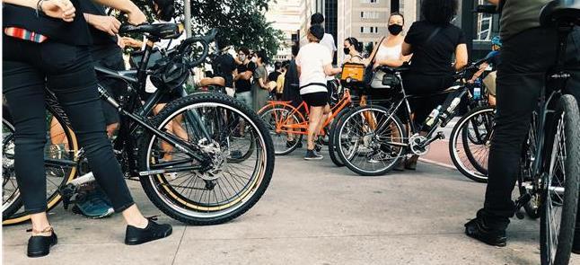 Ato de ciclistas em SP após atropelamento de Marin