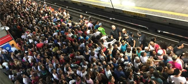 Atrasos e lentidão na rotina de quem pega metrô em