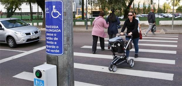 Aumento no tempo aberto do semáforo para pedestre