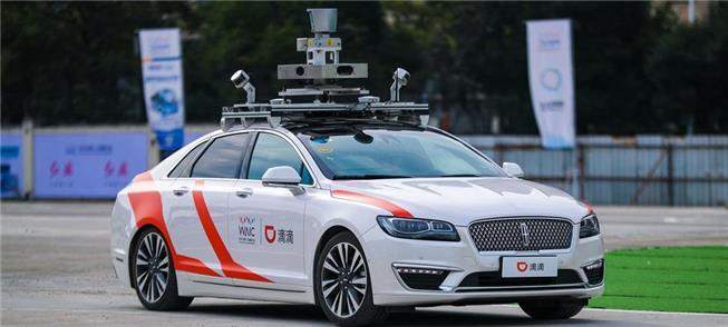 Automóvel autônomo preparado para atender a usuári