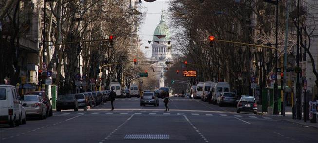 Av. de Mayo, em Buenos Aires, onde carros pagarão