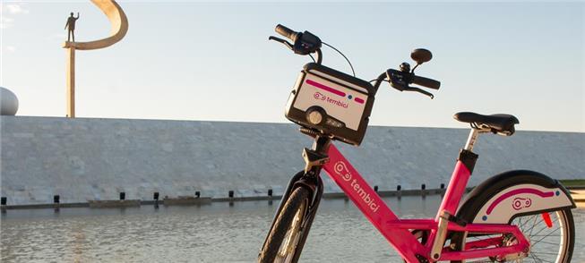 Bicicleta do sistema Tembici no Memorial JK, em Br