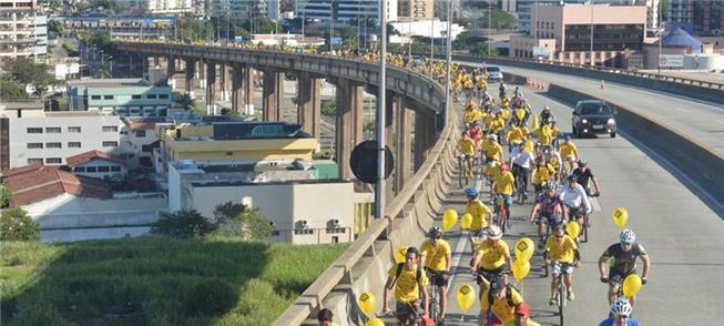 Bicicletada do Maio Amarelo ocupou a ponte, em 201