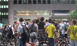'Bicicletada Nacional' reuniu ciclistas na Avenida
