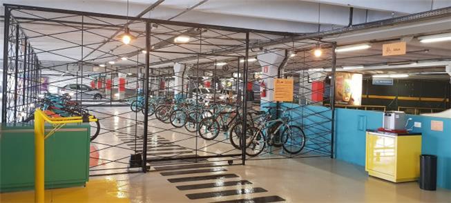 Bicicletário dentro do Shopping Estação, em Curiti