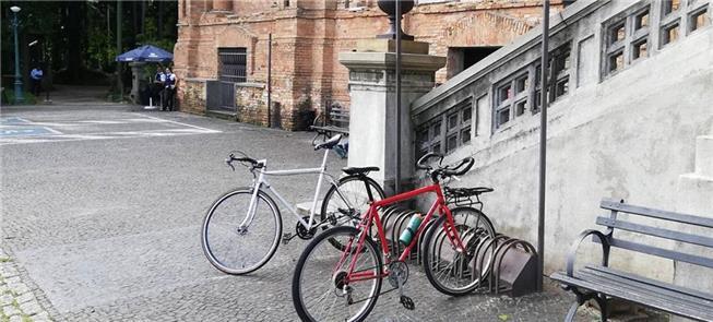 Bicicletário em frente à Pinacoteca, na Luz: pouca