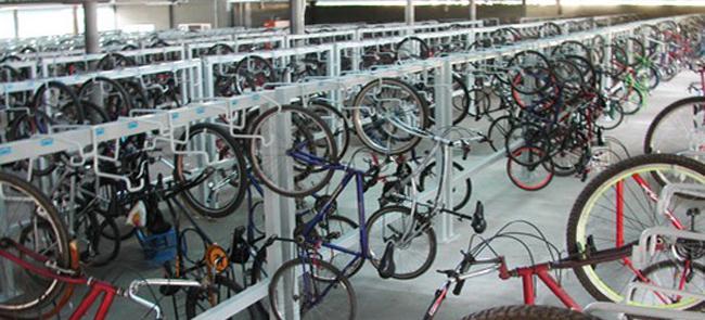 Bicicletário também conta com oficina para reparos