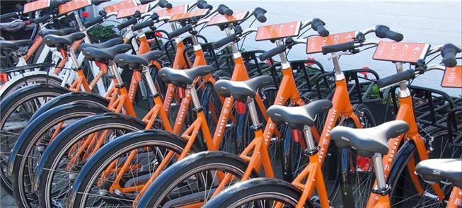 Bicicletas compartilhadas em cidade europeia