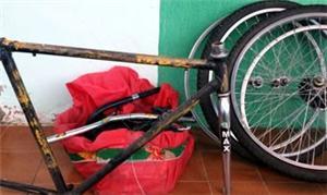 Bicicletas usadas são reformadas e depois doadas a