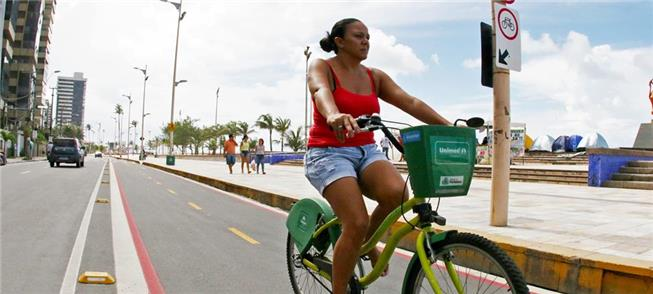 Bike compartilhada na Avenida Beira-Mar, em Fortal
