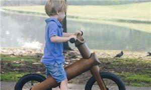 Bike de bambu, que ajuda a criança a se equilibrar