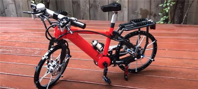 Bike tem tudo feito de Lego: pedais, rodas raiadas
