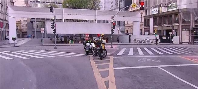 Bloqueio hoje cedo na Vd. do Chá esquina com Pça.