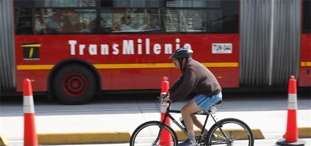 Bogotá no Dia Sem Carro, com o Transmilênio ao fun