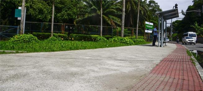 Calçada acessível executada no entorno do Parque B