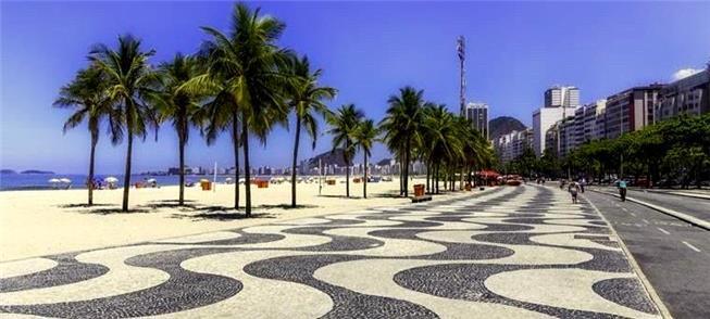Calçada de pedra portuguesa no Rio de Janeiro