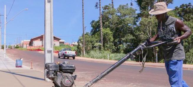 Calçada em execução pela prefeitura em Apucarana (