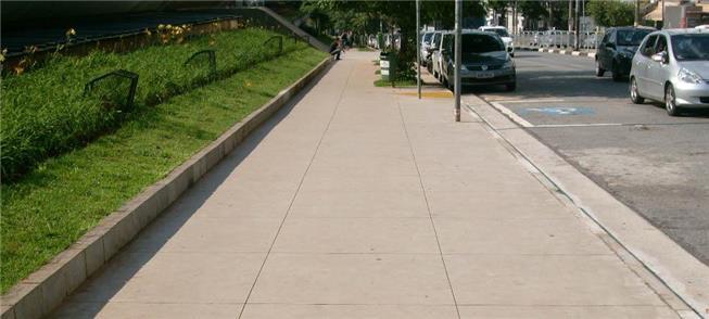 Calçada na área do Centro Cultural São Paulo