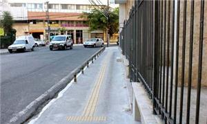 Calçada renovada no bairro de Politeama