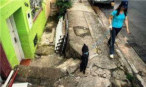 Calçadas esburacadas são uma realidade no Brasil