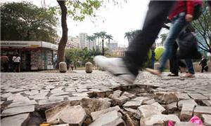 Calçadas esburacadas