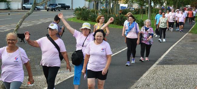 Caminhadas para idosos: mais autoestima e qualidad