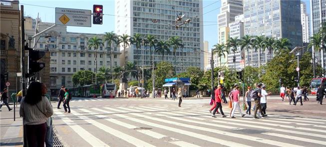 Caminhar é comum a quem mora ou trabalha no Centro