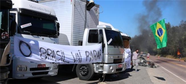 Caminhoneiros em greve no Vale do Itajaí (SC)