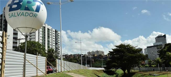Canteiro de obras do BRT de Salvador
